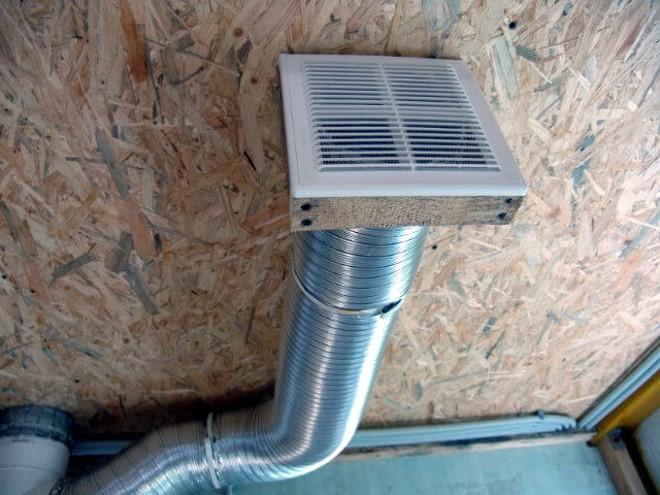 Вытяжной вентилятор под потолком